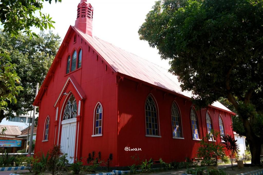 Gereja Merah Probolinggo / photo junanto by Samsung NX300