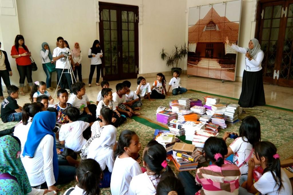 Kegiatan YPPI di Perpustakaan BI Surabaya