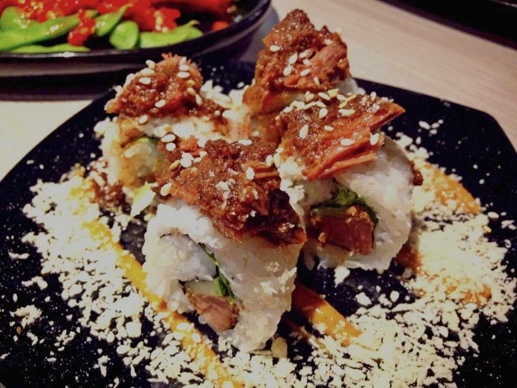 Rendang Sushi Roll. Satu signature dish yang wajib coba / photo junanto