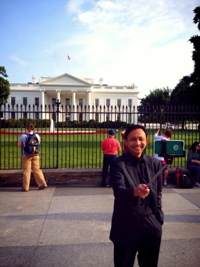 Nongsis di depan White House