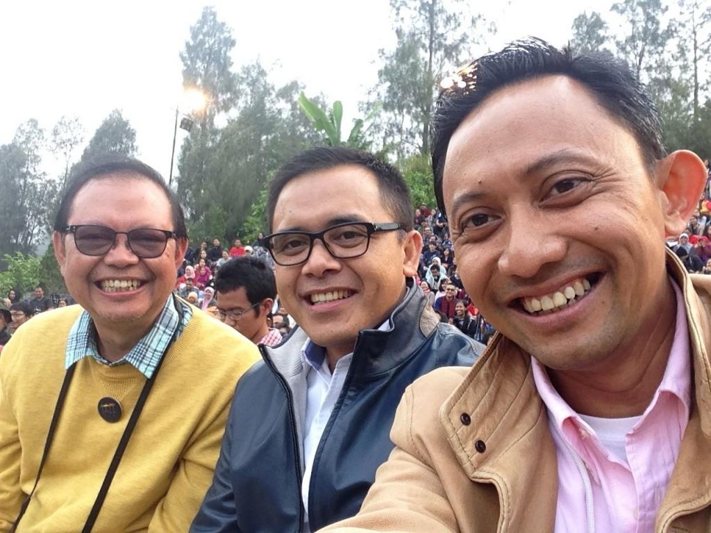 Bersama Bupati Banyuwangi (tengah) dan Pak Sigit Pramono (penggagas jazz gunung), Jazz Gunung 2014, Bromo