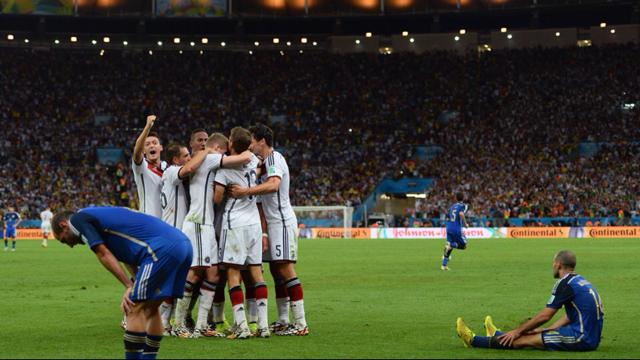 Gotze usai membobol gawang Argentina / source FIFA.com