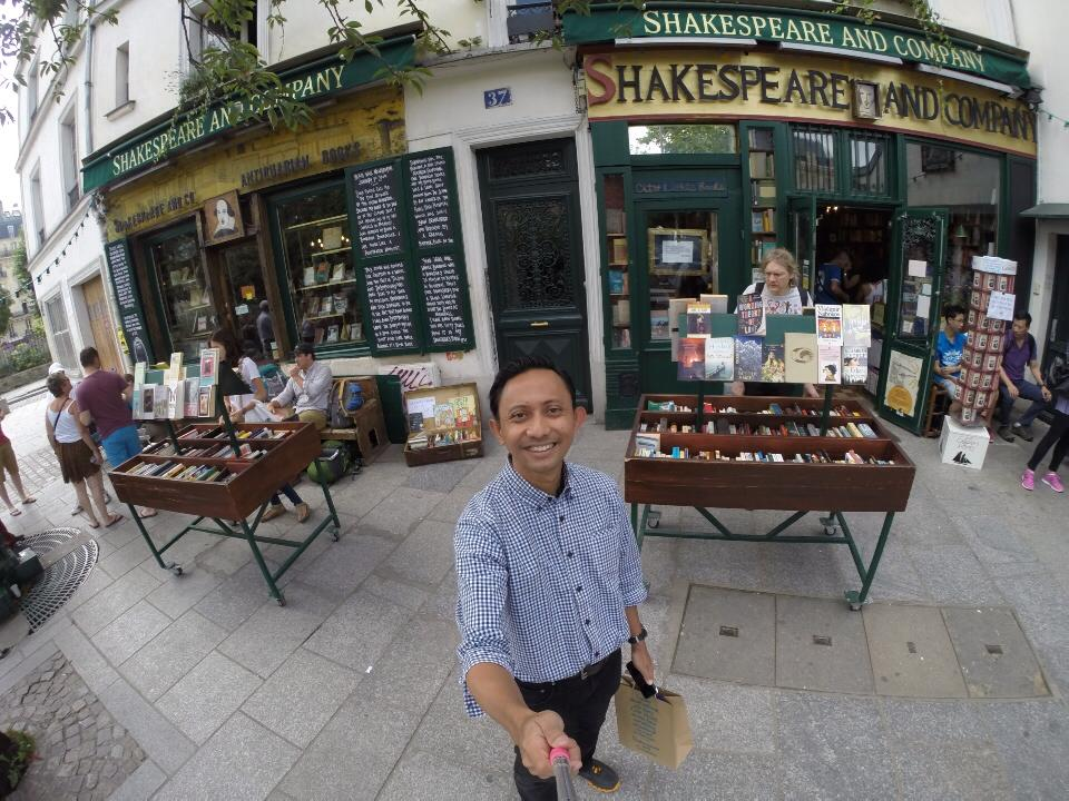 Toko buku Shakespeare & Co. Sanctuary for book lover in Paris