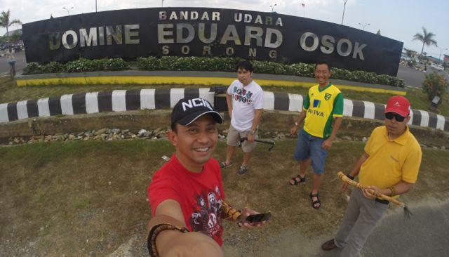 Empat Pria di Bandara DEO Sorong