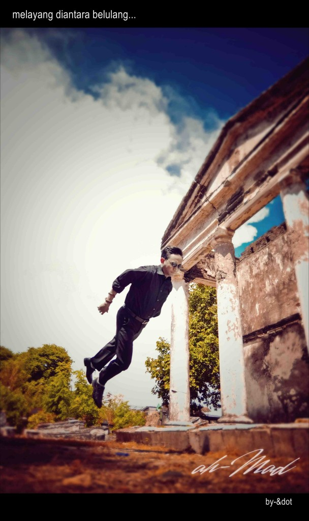 Omah Balung Levitation, photo by Ahmad, edited by Dandot.