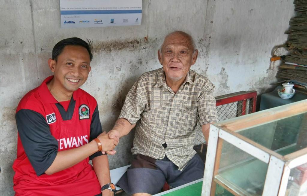 Pak Tjoe, warga tertua di Tambak Bayan