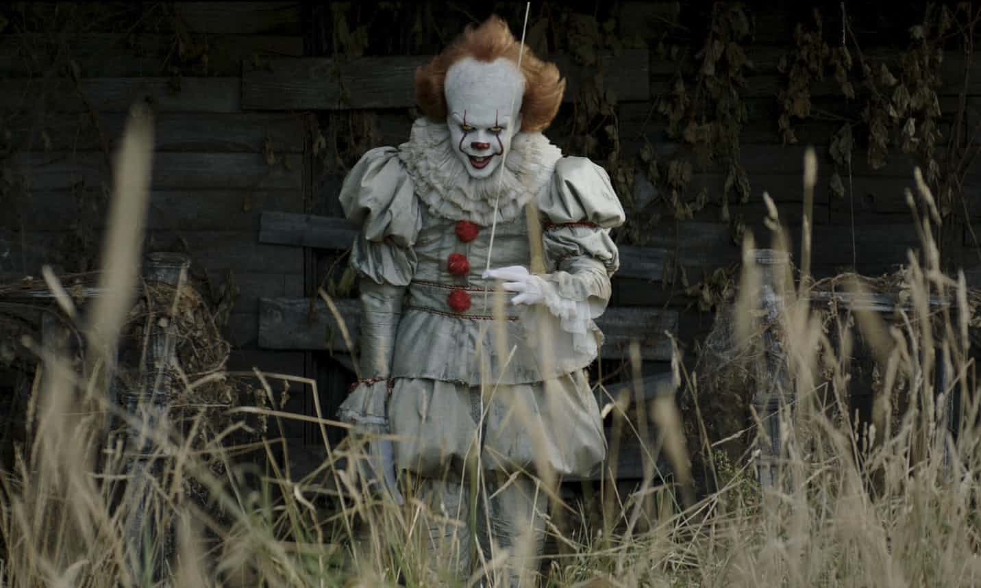 Pennywise si Badut Pembunuh dalam film IT September 2017 / photo courtesy of Guardian.